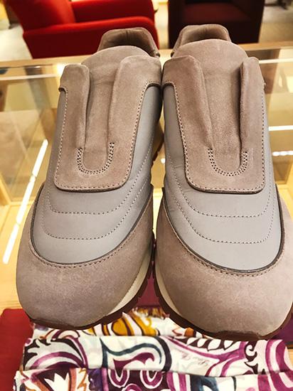 8fd42079d1a2b スニーカータイプのゴルフシューズは、ゴムを使用した特許取得済みの履き口で、靴紐なしでも快適な履き心地。こんなお洒落な靴なら、そのままのコーディネートでゴルフ  ...
