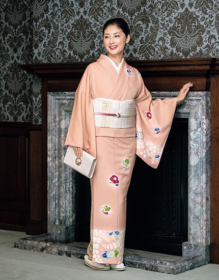 きれいなピンク色の和服。常盤貴子