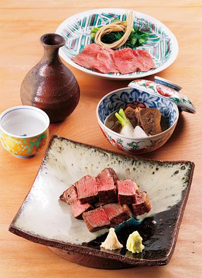 鹿児島産黒毛和牛ヒレの炭火焼き、ゆで牛たんの地がらし餡、秋田・湯沢産のせりを添えた和牛サーロインのしゃぶしゃぶ。