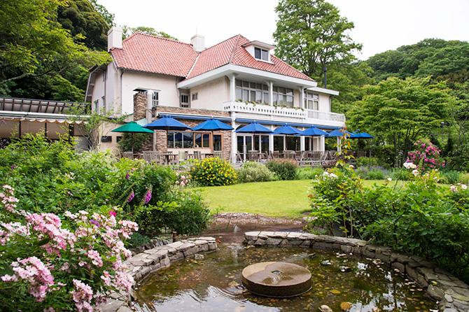 石窯ガーデンテラスの洋館と庭
