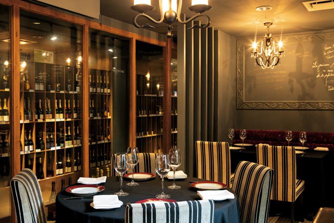 レストランアロムのワインセラー