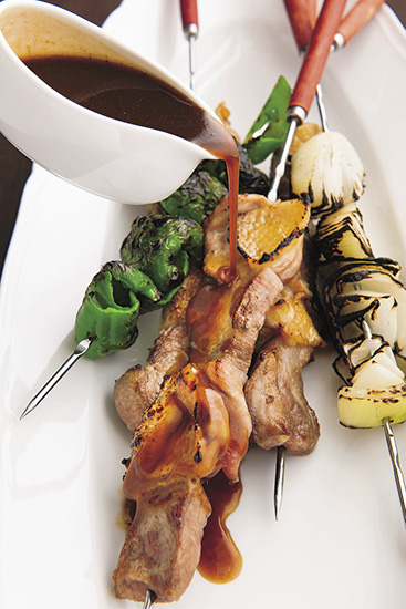 『ル・マンジュ・トゥー 谷 昇シェフの ビストロ流おいしいソース・レシピ』谷 昇(著)