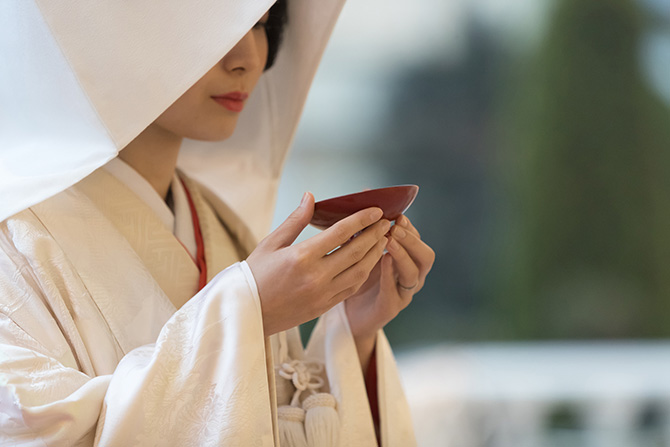 大人検定365 神前結婚式で行われる「三献(さんこん)の儀」は、「三三九度(さんさんくど)」と同じ?