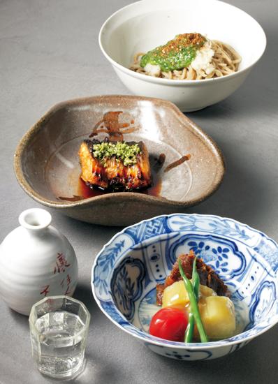 夏野菜の冷たい炊き合わせと牛時雨煮、天然鰻の筒焼き、オクラのぶっかけそば