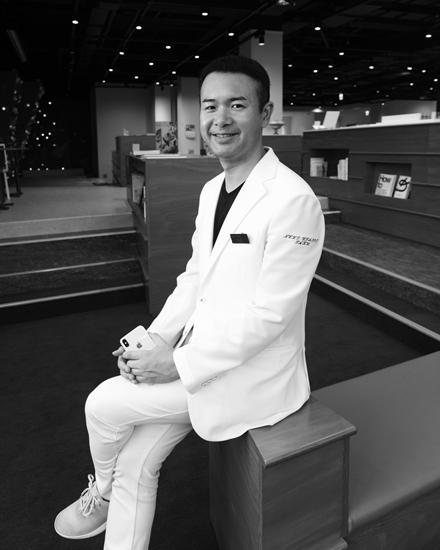神戸市立神戸アイセンター病院 デジタルビジョンケア(iPad)外来担当医師 三宅 琢先生