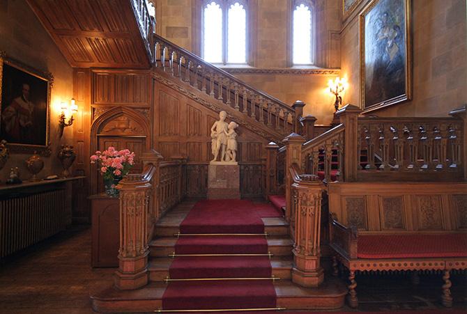 ハイクレア城サロンの階段