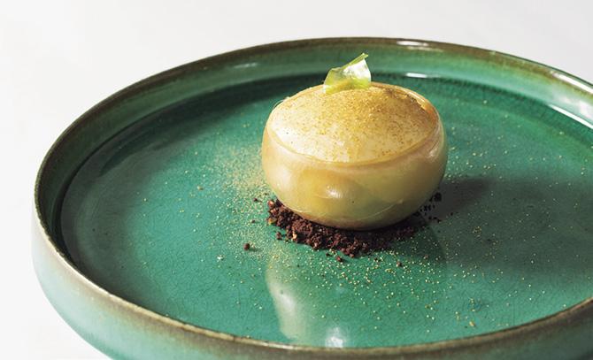 旬のフルーツ×フランス料理の新たな魅力~りんご・洋梨を素材に加えた特別フルコースに舌鼓~