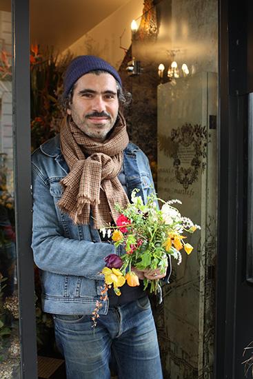 パリの花屋「ミューズ」のオーナー、マジッド・モハメッド。