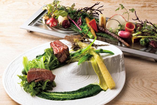 漢方牛の比較と鎌倉野菜のサラダ