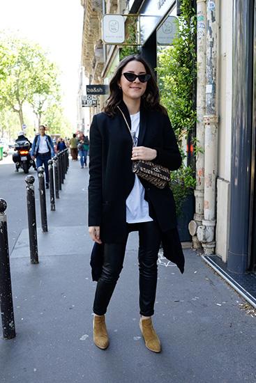 パリ スナップ 黒い服を着こなす
