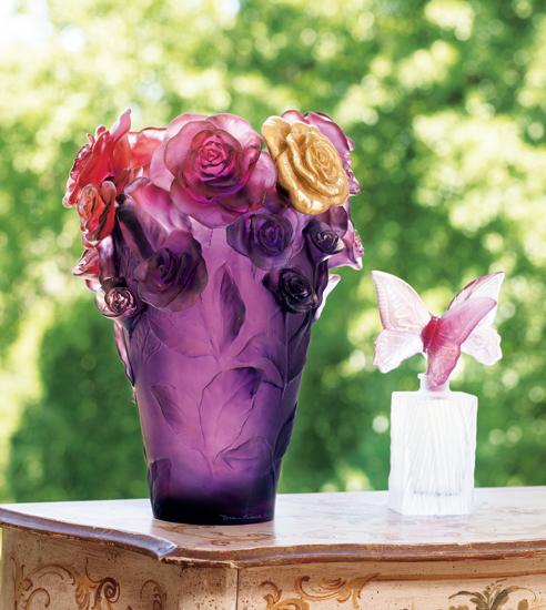 ローズ色にゴールドのバラが一輪輝く花器