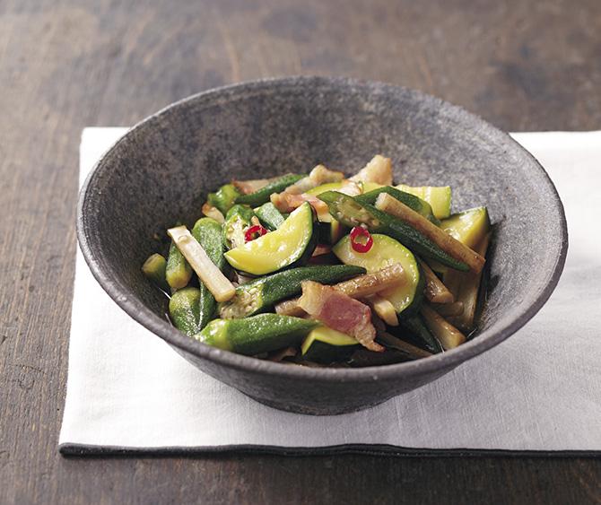 オクラとズッキーニ、新ごぼう。夏野菜たっぷりのヘルシー炒め煮