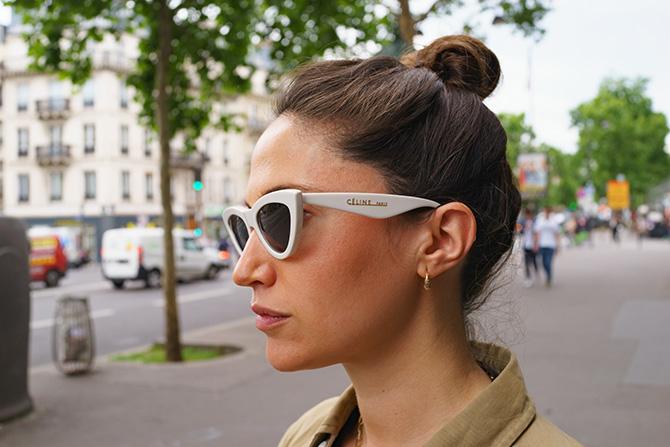 パリジェンヌのサングラス術。白フレームが個性的なサングラス