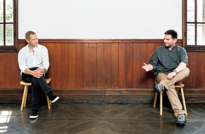 ハッリ・コスキネンさん(写真下右)とヴィッレ・コッコネンさん(同左)