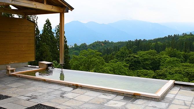 里山十帖の露天風呂