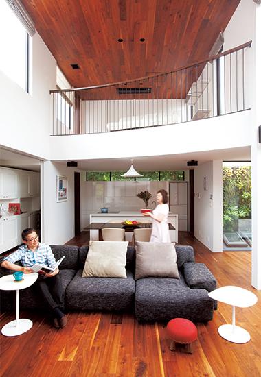 天井にも床と同じ無垢材を使用
