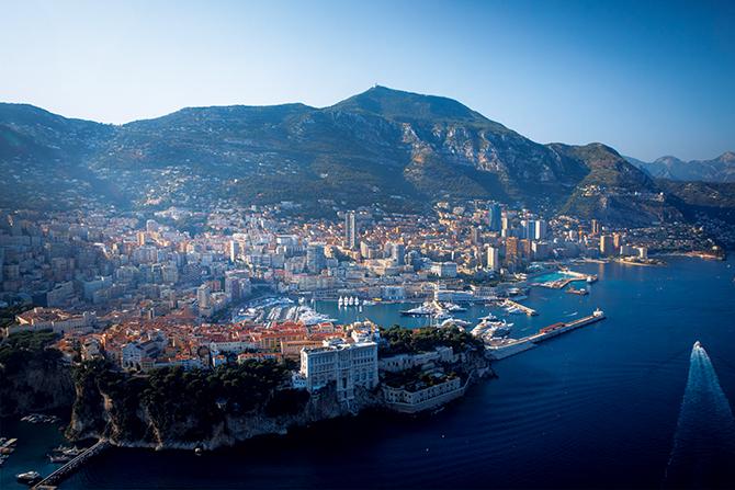 地中海に面した700年の伝統を持つ国、モナコ