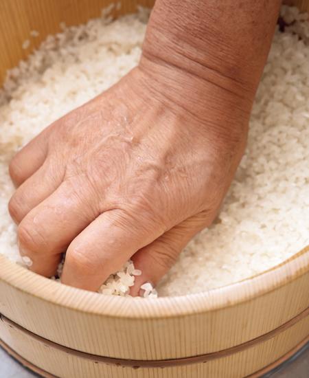 《米をとぐ》米は「とぐ?」「洗う?」