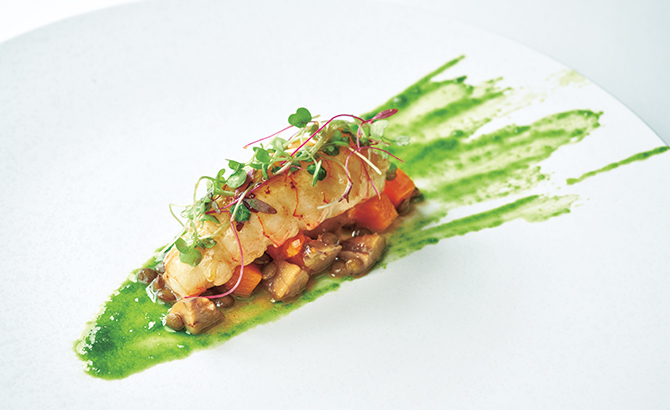 カラマンシーヴィネガーで絡めたラングスティーヌ カボチャ 栗 ピュイ産緑レンズ豆 パセリオイルのアクセント