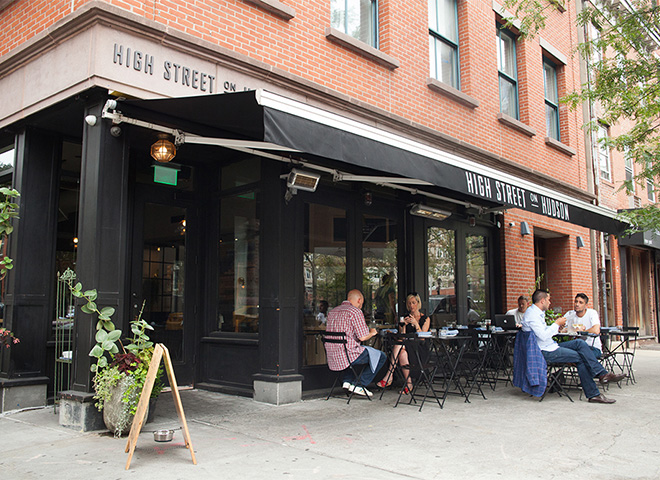 ニューヨークのカフェのテラス席の様子