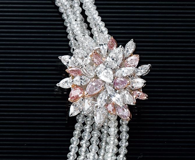 ピンクダイヤモンドを使ったクリップ
