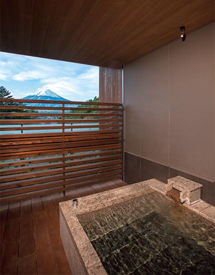 「ふふラグジュアリープレミアムスイート」の半露天風呂