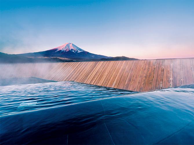 峰を裾野まで見渡す天空に近い屋上露天風呂