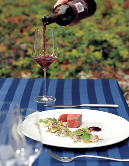 料理に合わせたワインも美味。