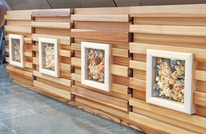 山形県庁の1階ロビーには「MOKUKA」の作品が展示。