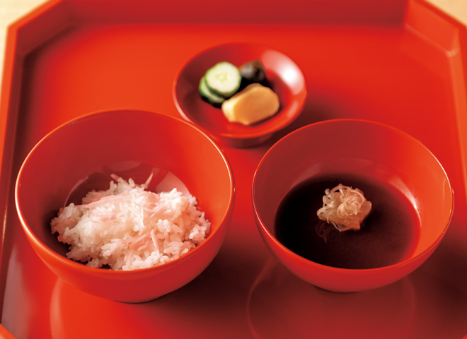南禅寺麩となめ茸の赤だしに新しょうがご飯。