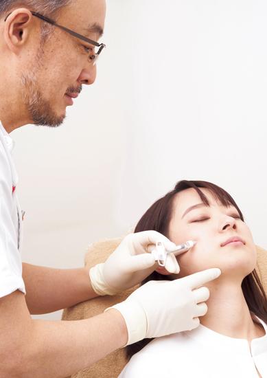 ヒアルロン酸注入治療で 下がった頰を引き上げる
