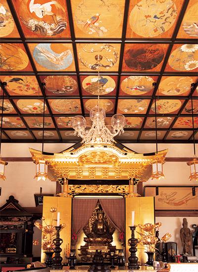 観音堂に納められた木造十一面観音像
