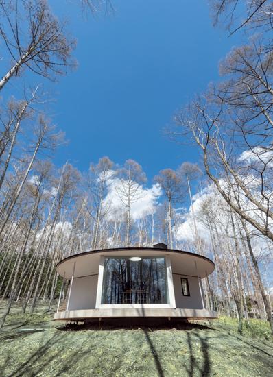 高原に建つ一軒家はJR小淵沢駅から車で20分ほど