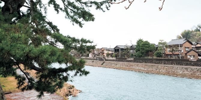 浅野川の河川敷