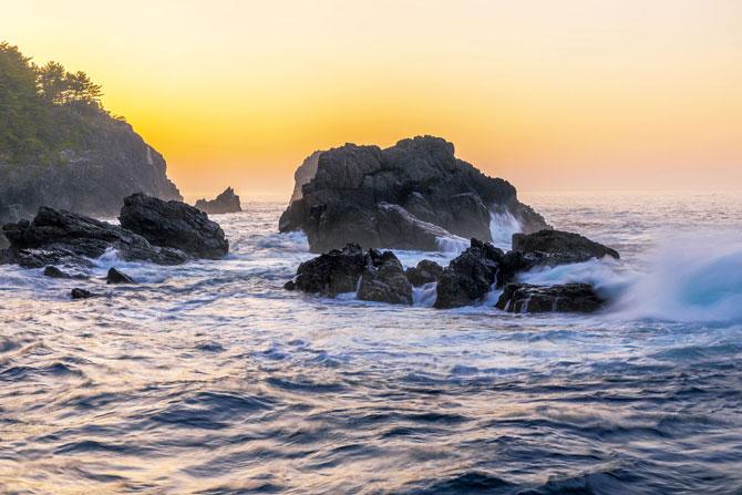 ふるさとの絶景【岩手県】早朝の黒崎仙峡の岩頭