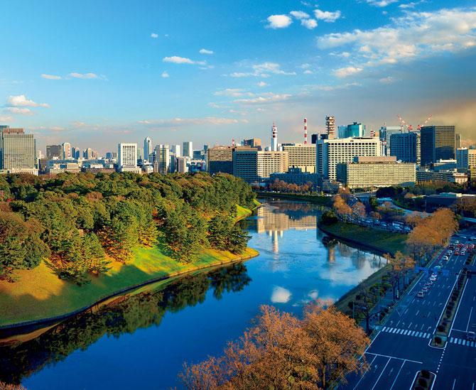ふるさとの絶景【東京都】皇居と整然と並ぶ丸の内の高層ビル街