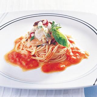 魚介のマリネを添えたトマトスパゲッティーニ
