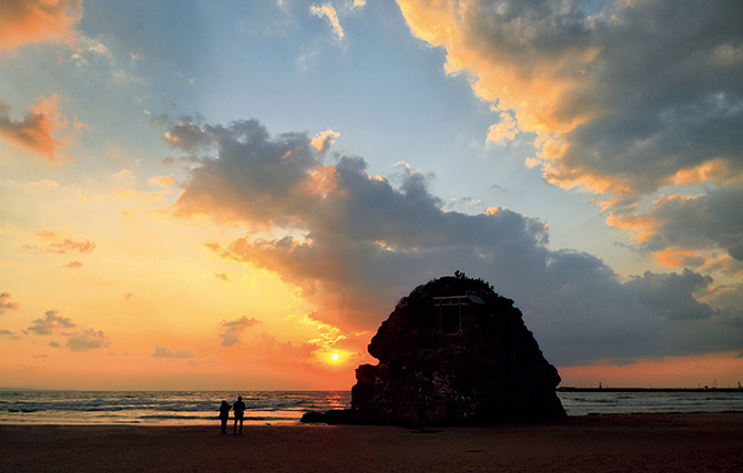旧暦10月、八百万(やおよろず)の神々が参集する出雲大社の「神在祭」