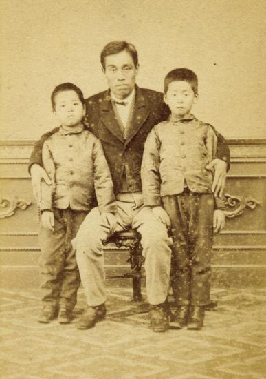 明治5年頃の諭吉と一太郎・捨次郎