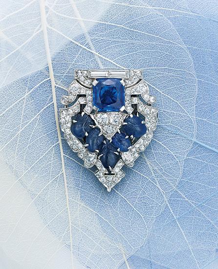 引き立て合う鮮やかな貴石とダイヤモンド
