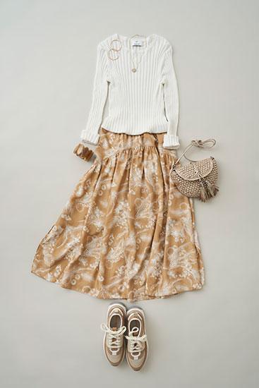 ギャザースカートは 素材の軽やかさがマスト
