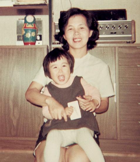 村岡恵理さんと母みどりさん