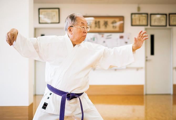 太極拳に取り組む帯津先生