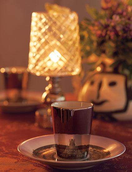 朝に夕に手に取るマグカップに 旅情を重ねて
