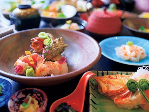 ご夕食はホテル内 和食処「寒水」にて 青森の旬の食材を使用した 会席料理をご用意。