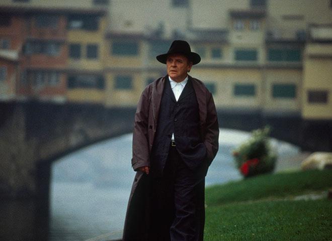 『ハンニバル』でジョルジオ・アルマーニが手掛けた衣装