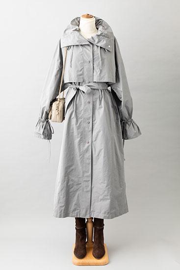 タフタ素材のコート
