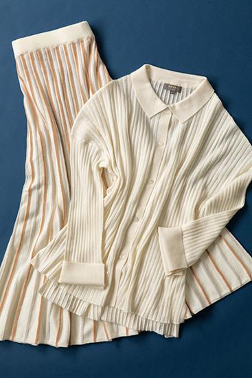 カシミアのセーターとスカート