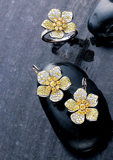 夏 ダイヤモンドと 真珠がもたらす 花々のフレッシュな輝き